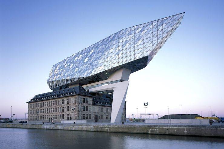 Пожарная станция теперь служит администрации порта, Бельгия, Антверпен