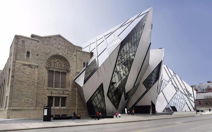 Новый корпус старого здания Королевского музея Онтарио, Канада, Торонто