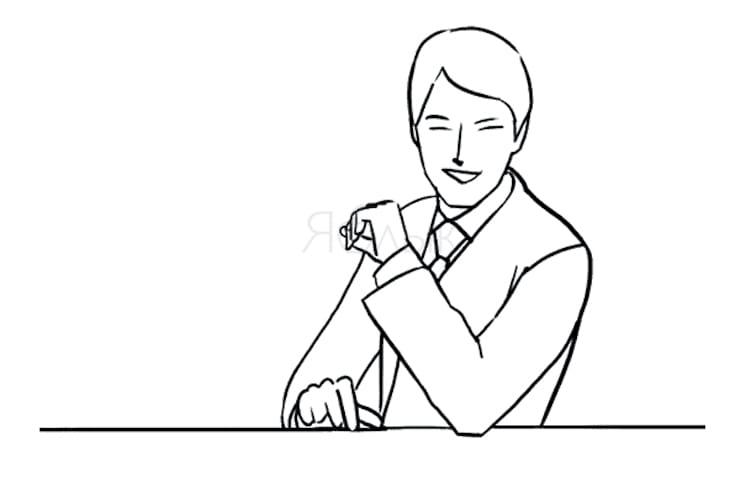 Сидя за столом с выдвинутым плечом