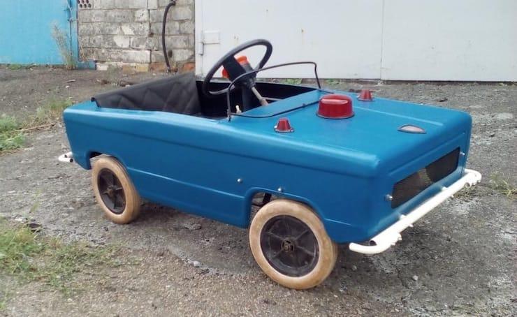 автомобиль на педалях