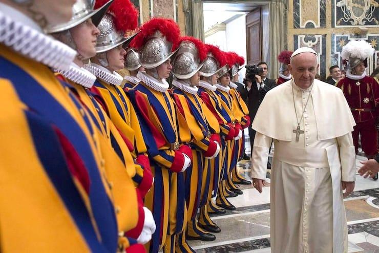 Швейцарская гвардия, или почему Папу Римского могут охранять только выходцы из Швейцарии?