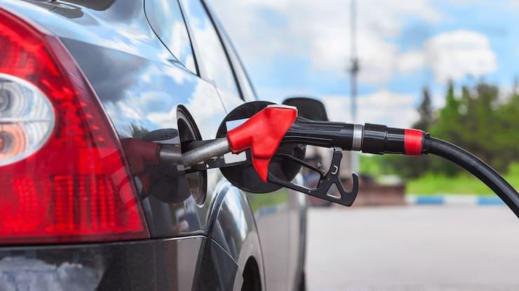 Почему бензобак в авто бывает и слева или справа