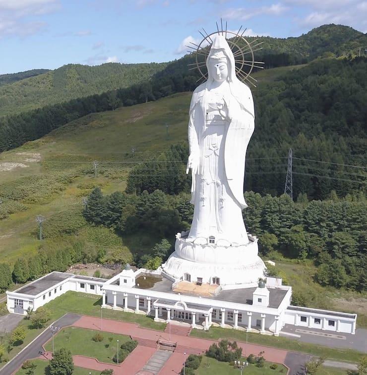 Статуя богини Каннон в Асибецу, 88 метров, Япония