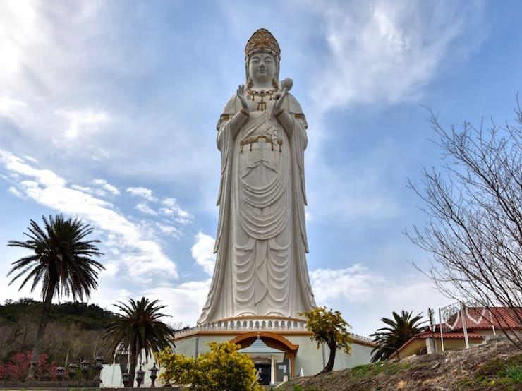 Статуя богини Каннон на Шодо, 68 метров, Япония