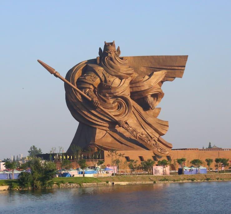 Статуя Гуань Юя в Цзинчжоу, 58 метров, Китай