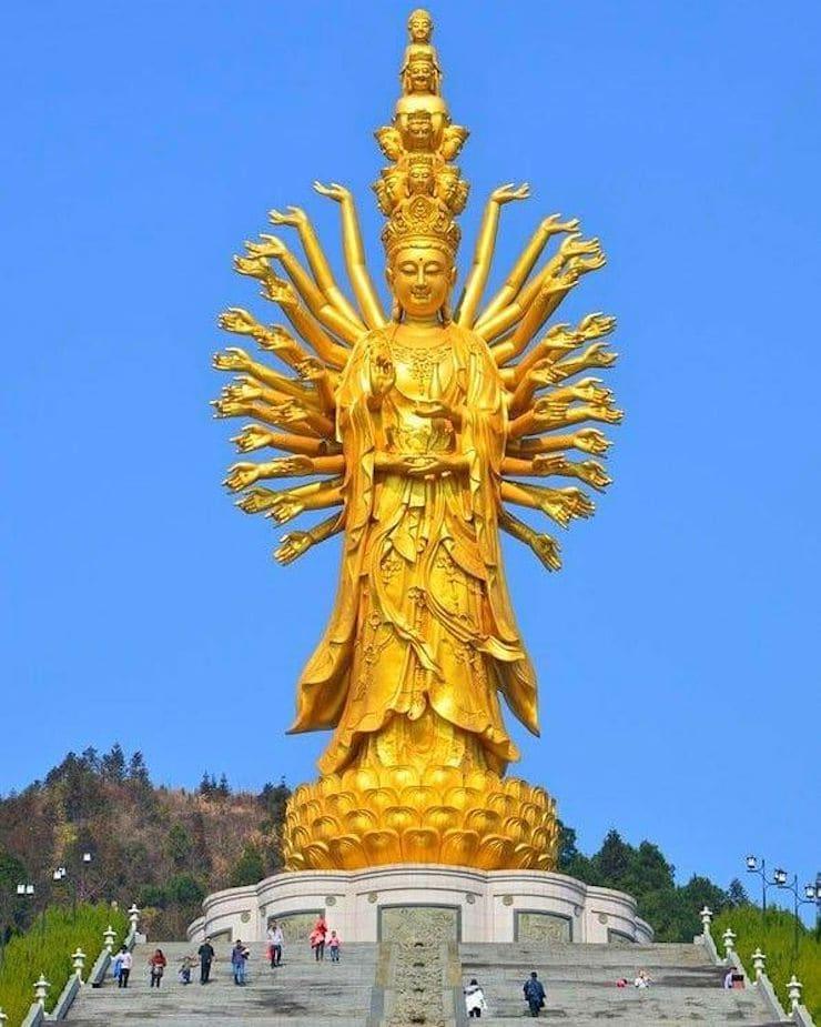Статуя богини Гуаньинь в Чанше, 92 метра, Китай
