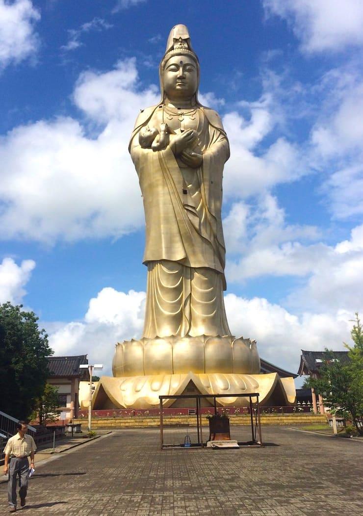 Статуя богини Каннон в Кага, 73 метра, Япония