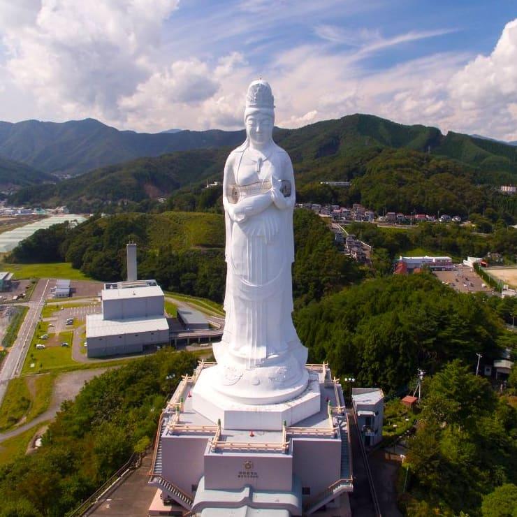 Статуя богини в Камаиси, 48 метров, Япония