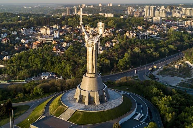 Родина-мать, 62 метра, Украина
