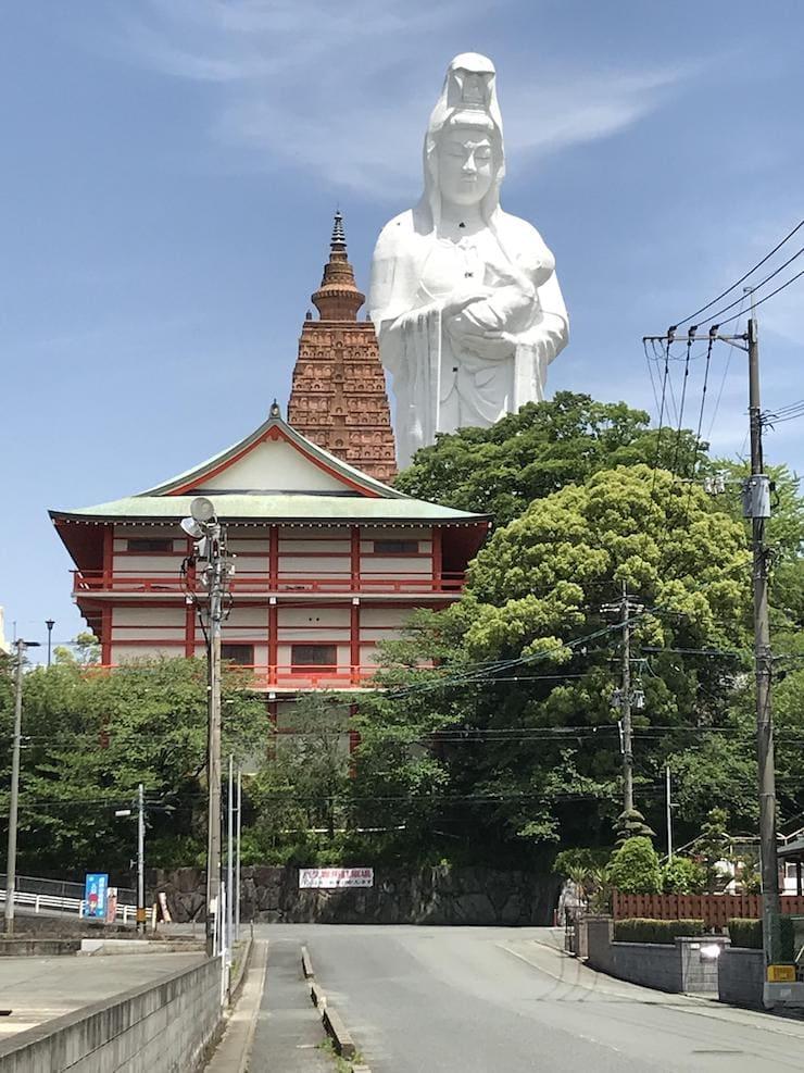 Статуя богини Каннон в Куруме, 63 метра, Япония