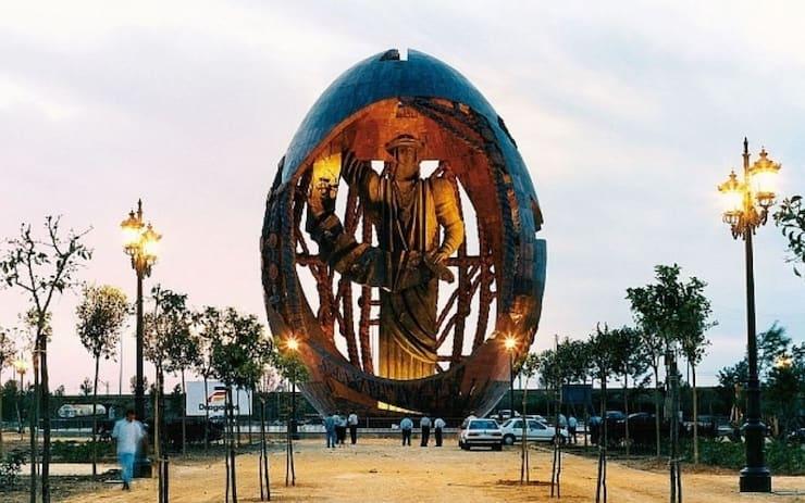 Рождение Нового Человека, 45 метров, Испания