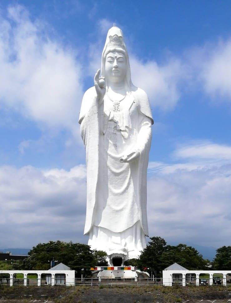 Статуя богини Каннон, 100 метров, Япония