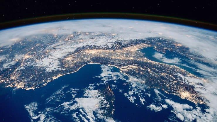 Изменяется ли масса Земли?